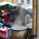 opekanie byka - vianocne trhy